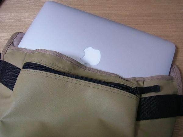 MacBook Air11インチが収納できるので無印良品のバッグを購入してみた