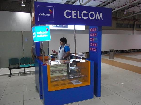 クアラルンプール国際空港 LCCTでCELCOMのプリペイドSIMカードを入手!