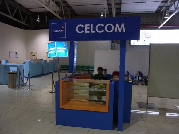 クアラルンプール国際空港 LCCターミナルでCELCOMのSIMカードを購入/システムダウンによりインターネット利用不可だった