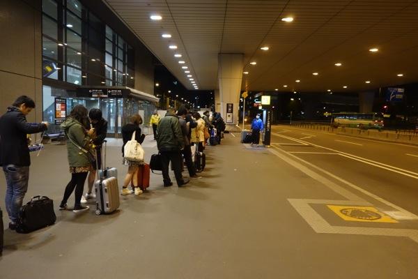 国内線LCCの夜便で成田空港に到着後、事前予約なしでもバスに乗りやすくなる方法