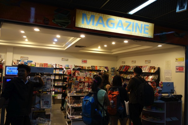 バンコク ドンムアン空港の書店でDTACのプリペイドSIMカードを購入!