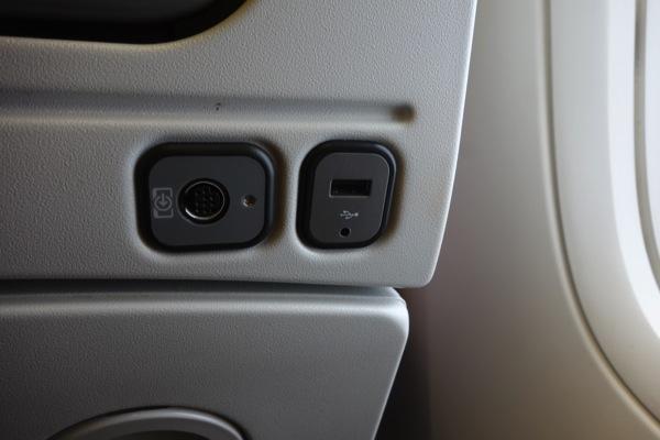 ANA機内のUSBポートからiPhone 5の充電にどれだけ時間がかかるか検証してみた