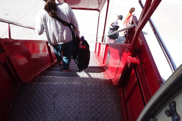 階段で降機