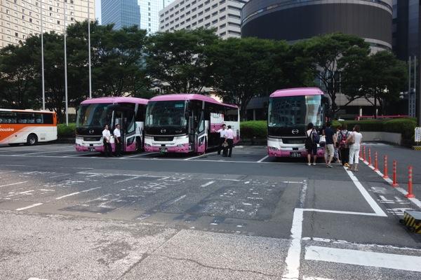 バスに向かって移動