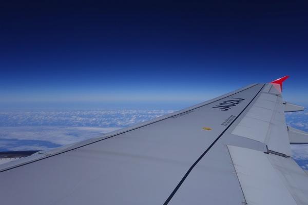 飛行中の窓から見た景色