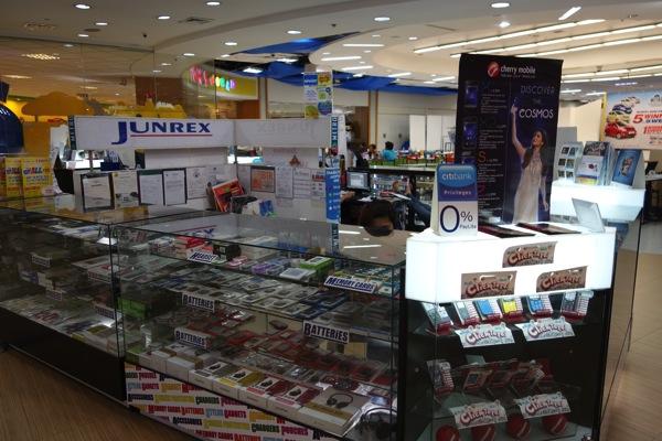 アヤラモール内の『JUNREX』というお店でSIMカードを購入