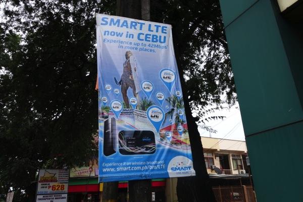 街中で見かけたSMART LTE対応端末(データ端末)の広告