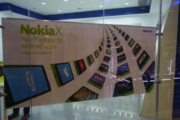 店頭ではNokia Xが大々的にアピールされていた