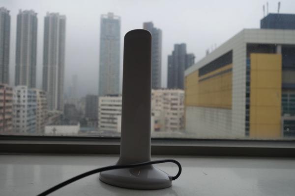 Wi-Fiルータ等に接続して通信環境を改善する屋内用アンテナを香港で購入してみた