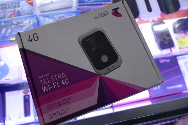 オーストラリア Telstra向けのモバイルWi-Fiルータ