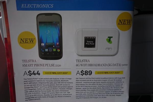 モバイルWi-FiルータやプリペイドSIMが機内販売されている