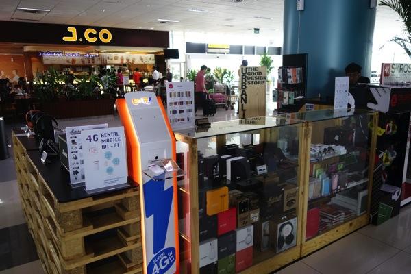 ジャカルタ スカルノハッタ国際空港 第3ターミナルでBolt!のWi-Fiルータレンタルが行われていた
