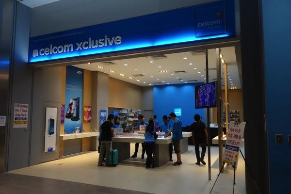 KLIA2にあるCelcomのショップでプリペイドSIMカードを購入