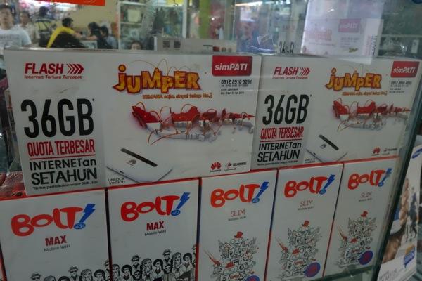 インドネシア、Telkomselで通信量36GB/有効期間1年間のSIMカード + Wi-FiルータのセットがRp 599,000で販売されていた