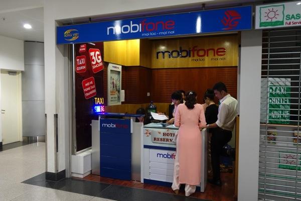 タンソンニャット国際空港にあるMobifoneのカウンター