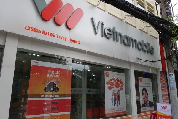 VietnamobileのショップでプリペイドSIMを購入