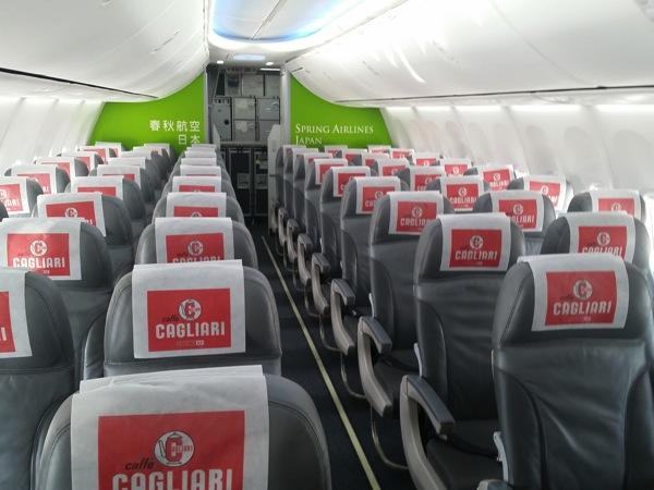 座席は3席 * 2列の配置
