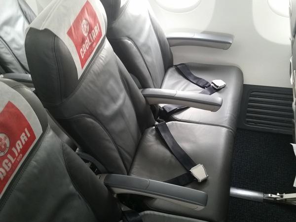 座席間隔はこんな感じ