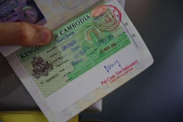 パスポートに到着ビザが貼られる