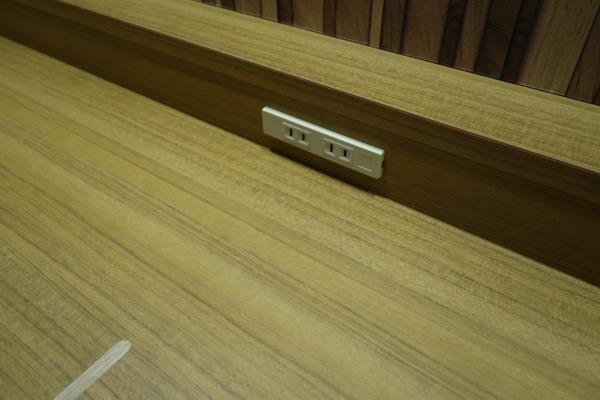 カウンター席の電源