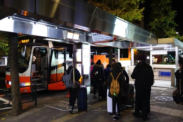 新宿駅西口バス停(24番)