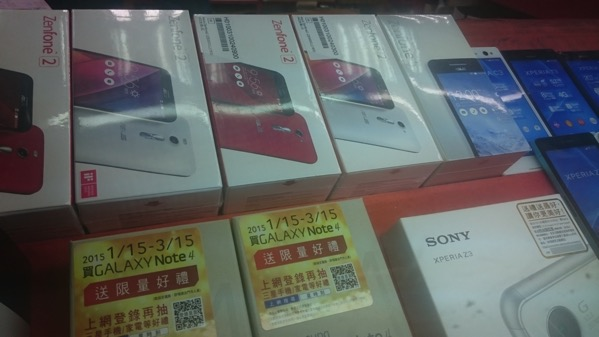 台北市内のショップで販売されるZenFone 2