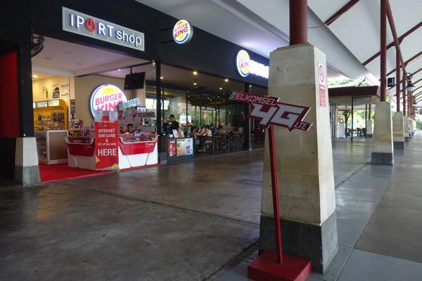 国内線到着ターミナルにあるIPORT shop