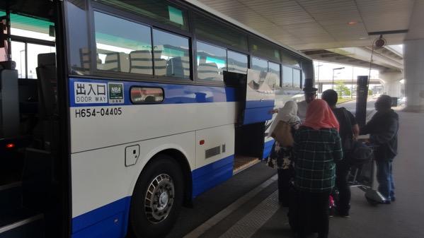 成田空港 第二ターミナル2番バス停でバス乗車
