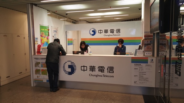 第二ターミナル出発ロビーの中華電信では4G LTE対応SIMの取扱いなし