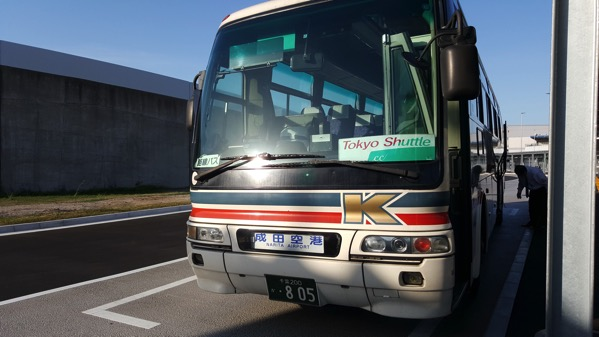 東京駅 〜 成田空港の格安バス「東京シャトル」にトイレ付き&座席間隔が広い便があった