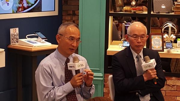 亞太電信のショップで記者会見を開催