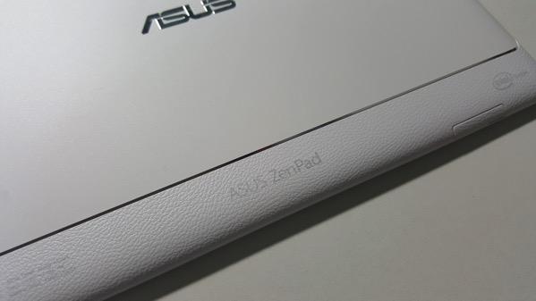 「ZenPad」の文字が刻まれている