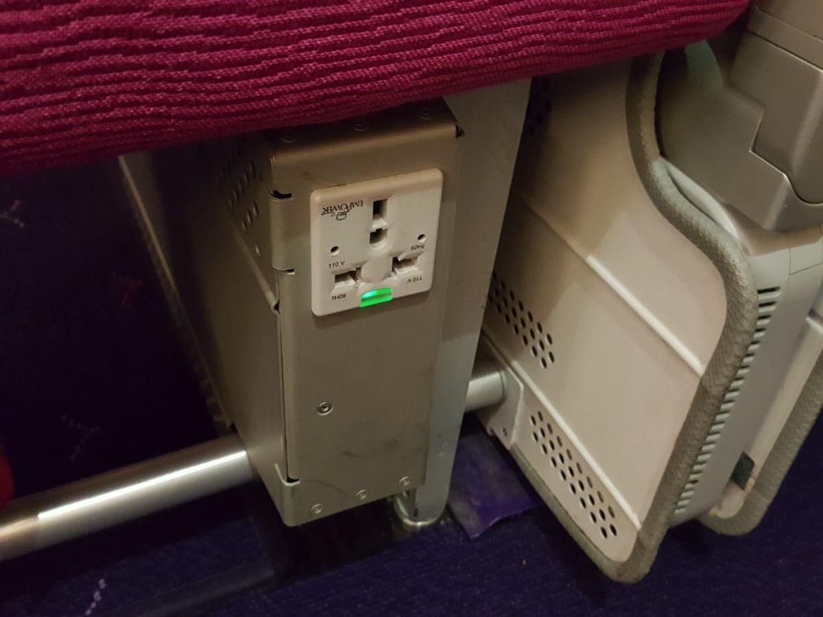 タイ国際航空:機内電源