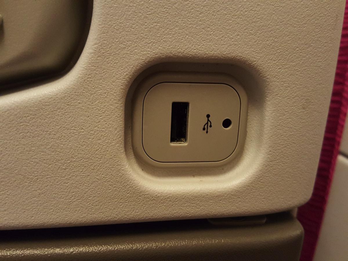 全座席にUSB充電ポートがある