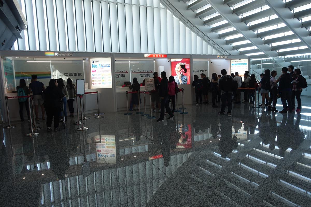 台北 桃園空港 第一ターミナルで入国審査前に各キャリアのプリペイドSIMカード購入が可能に!