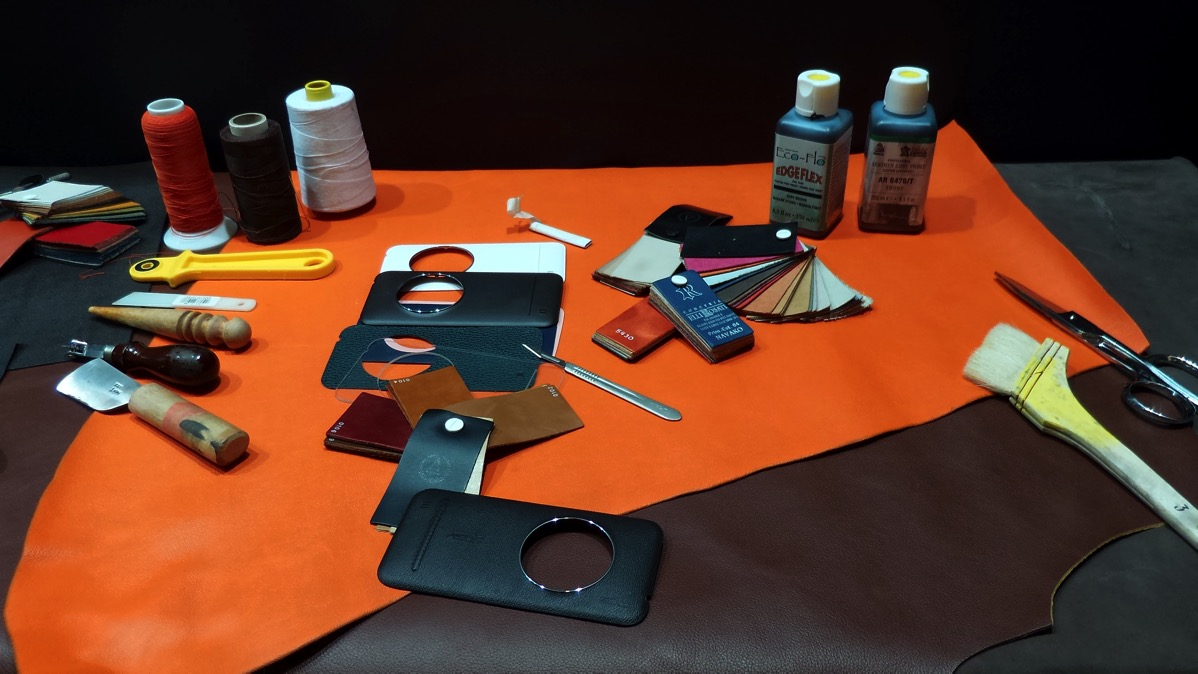 ZenFone Zoomプレミアムレザーカバーモデル