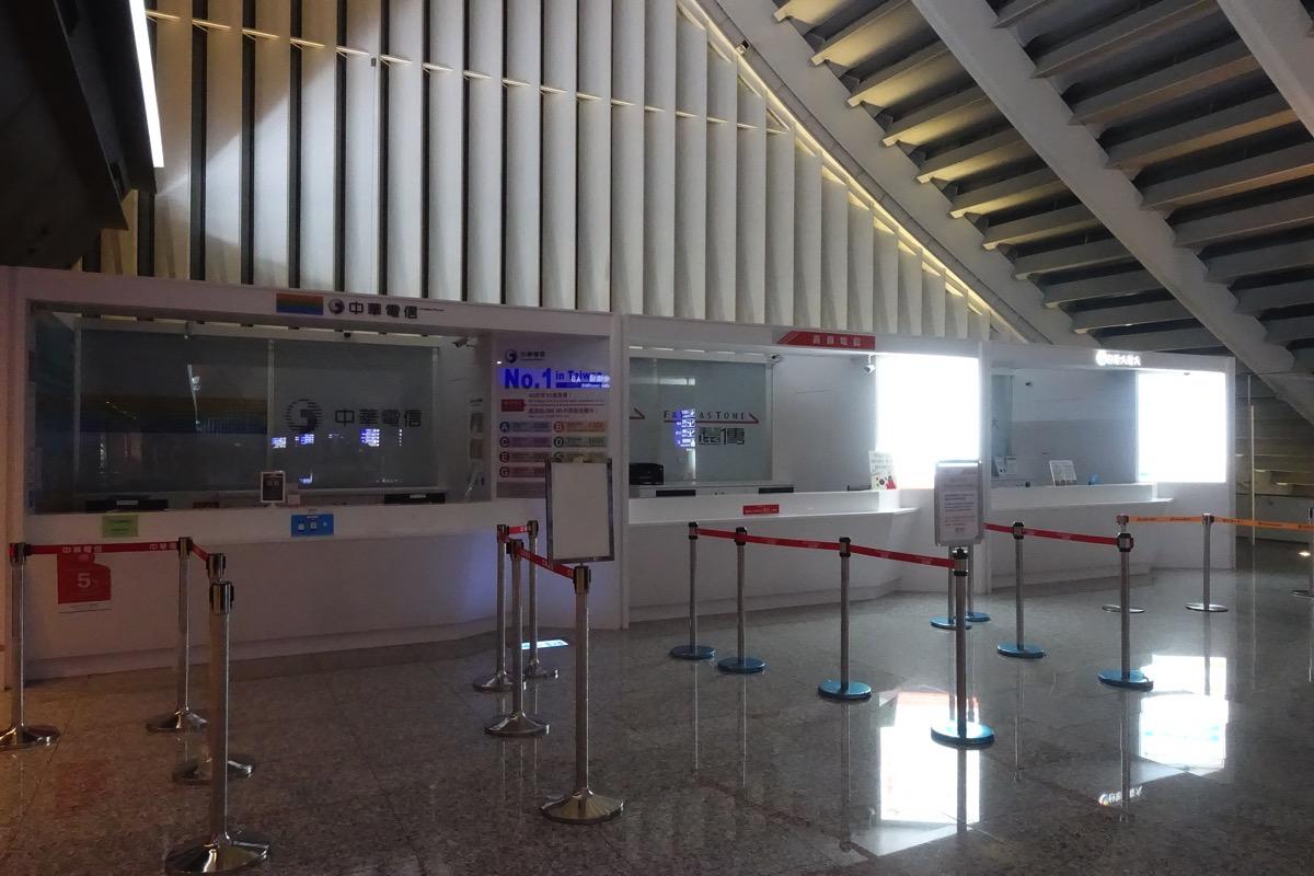 桃園空港 第一ターミナルのキャリアカウンター(営業開始前)