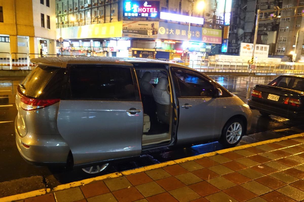 台北駅 - 桃園空港間を深夜・早朝に移動する方法