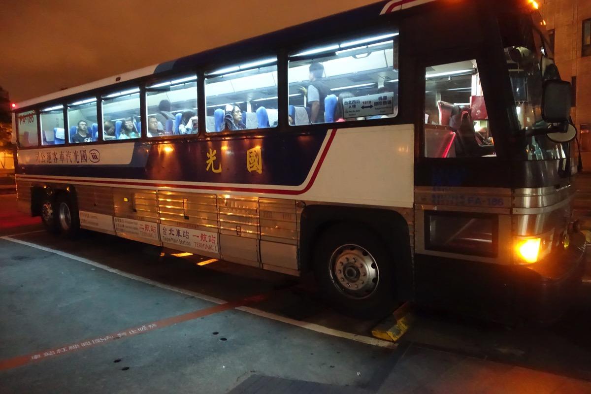 深夜早朝に台北駅-桃園空港を移動する方法まとめ – 深夜早朝バス時刻表やタクシー相場など