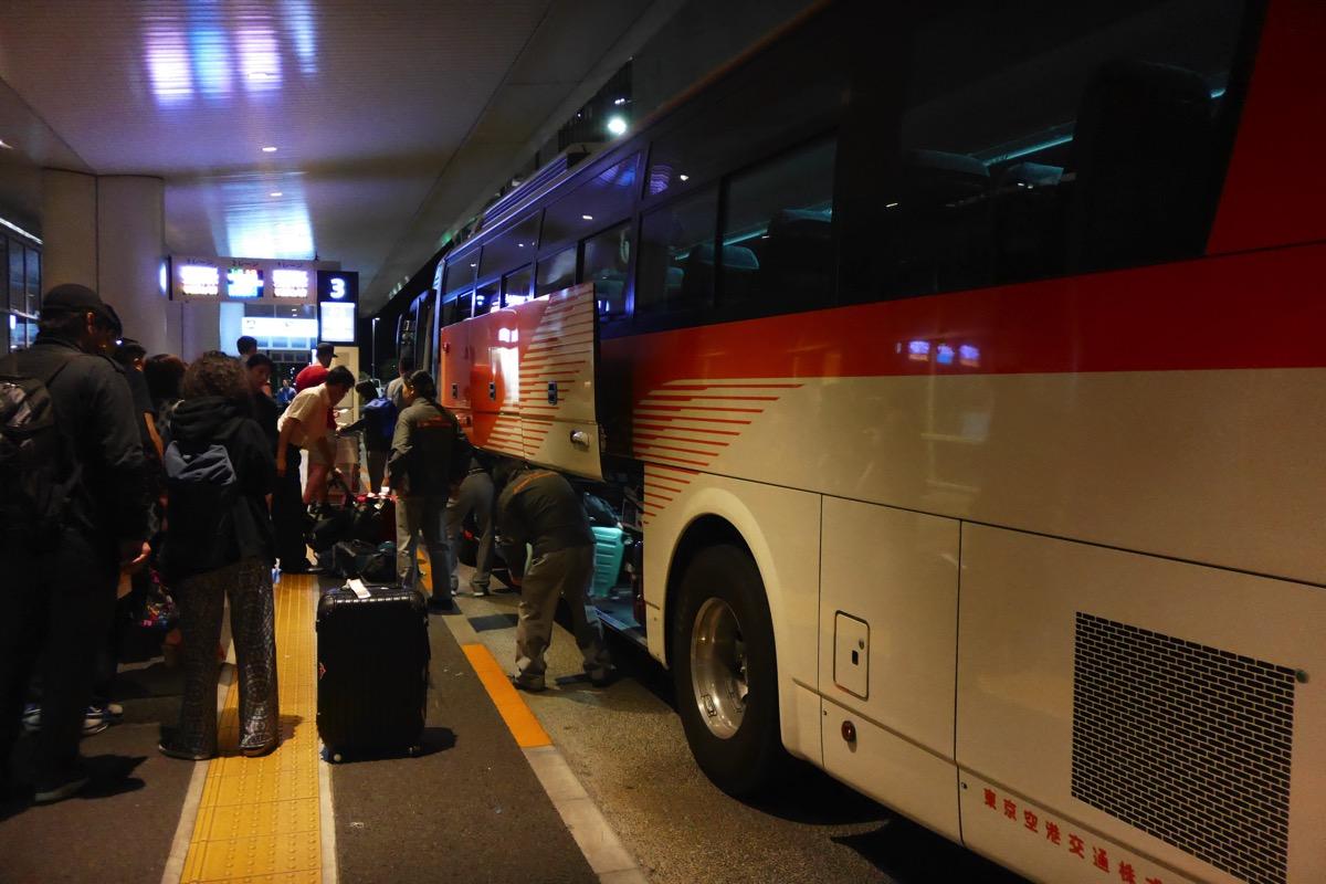 羽田空港深夜発のリムジンバス、一部便で当面の間バスタ新宿に停車せず – 時刻表と異なる運行なので注意