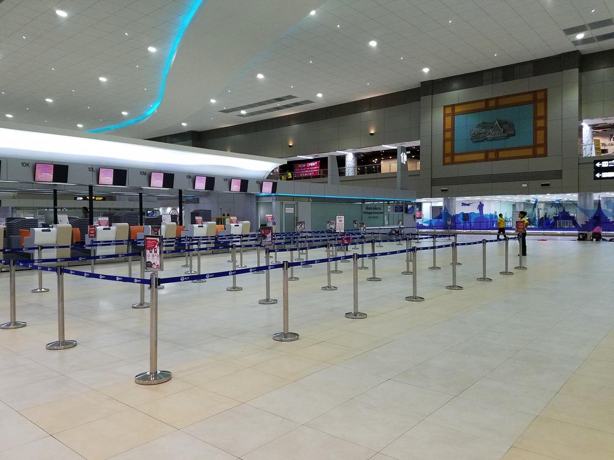 ドンムアン空港:第二ターミナルをサクっと紹介 – 24時間営業の飲食店や簡易ホテルあり、スマホも充電ok
