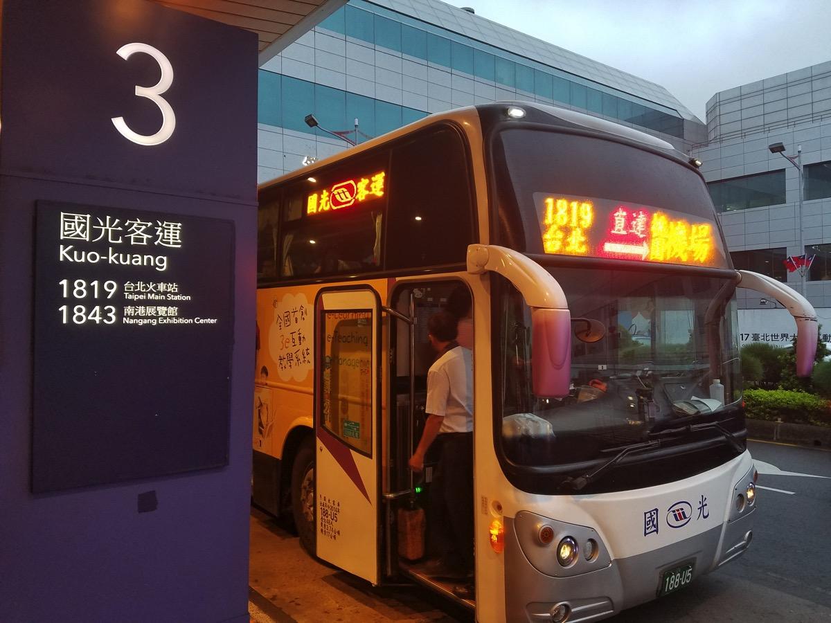 國光客運のバス 1819系で台北市内へと移動