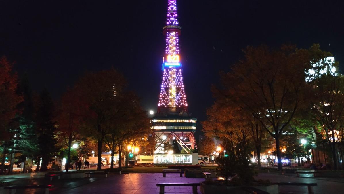大通公園からさっぽろテレビ塔を撮影