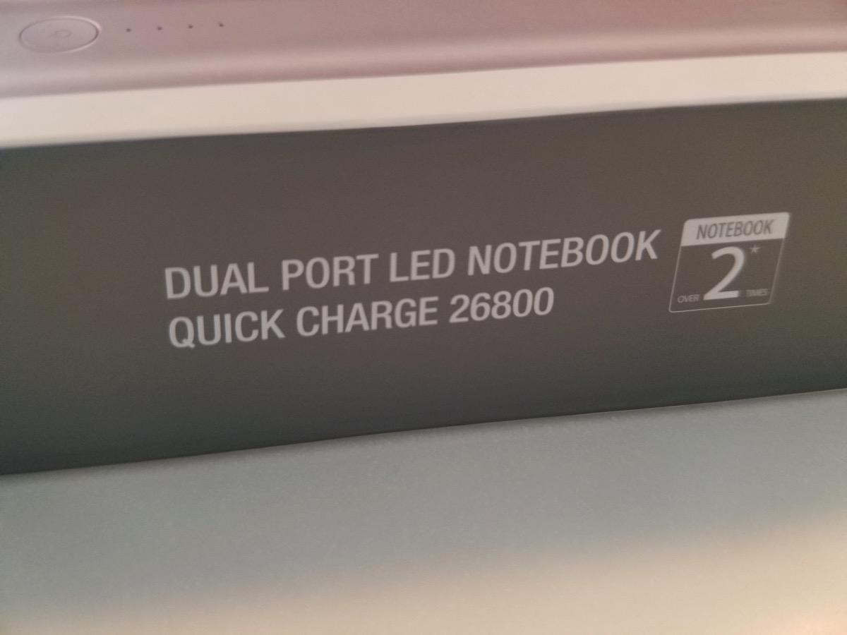 パッケージ側面「ノートブックが2回以上充電できる」
