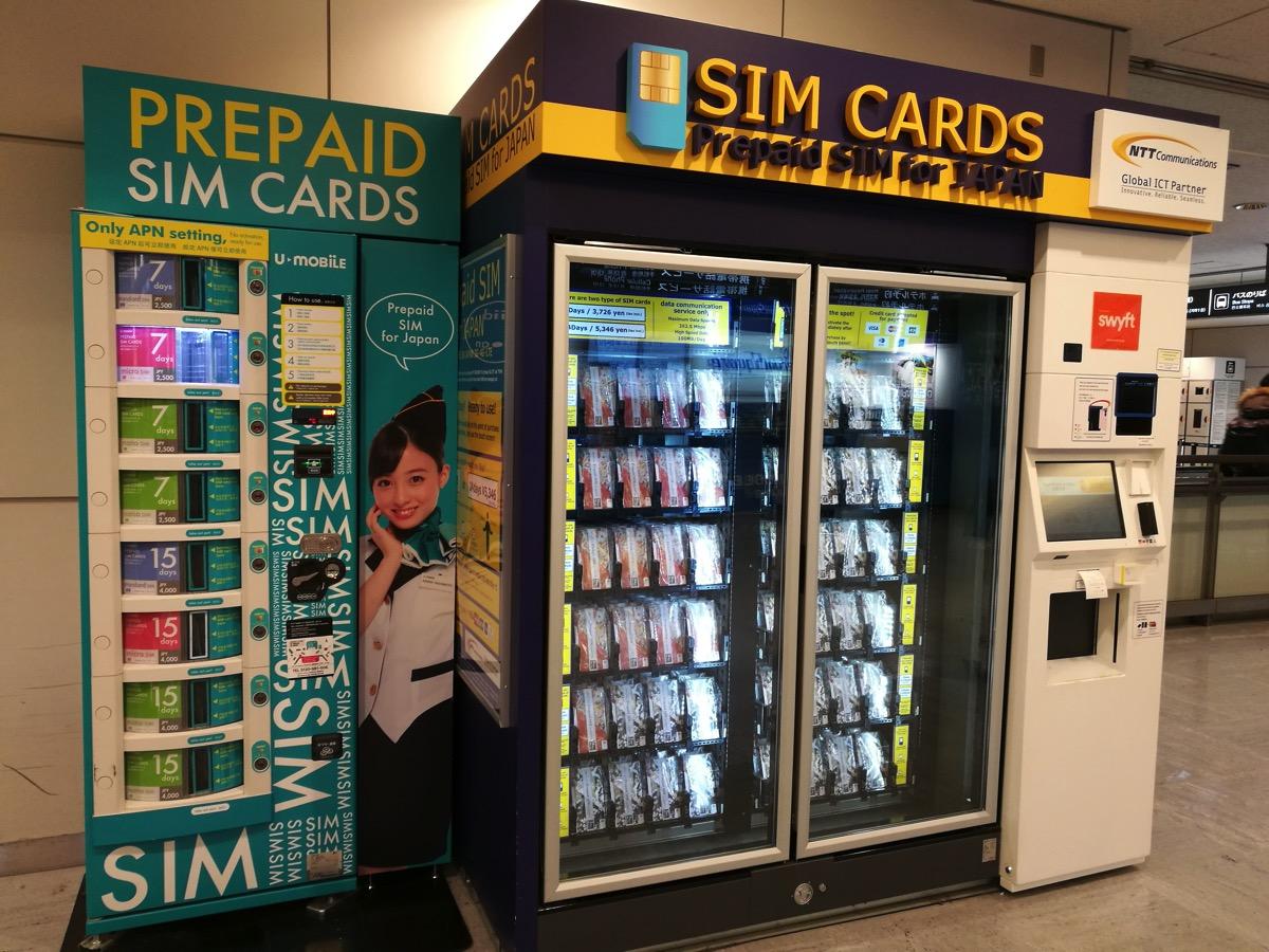国際線到着フロアにU-mobileとOCN モバイル ONEのSIM自動販売機あり