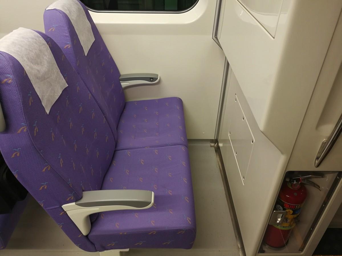 最前列の座席は狭い