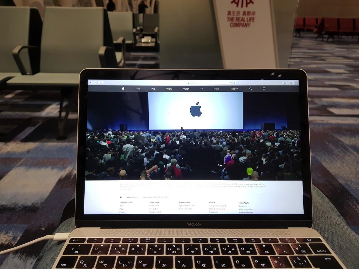 WWDC 2017を見ながら出発を待っていた…。