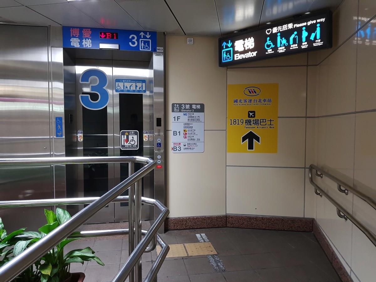 國光客運のバスターミナルに直結するエレベータ