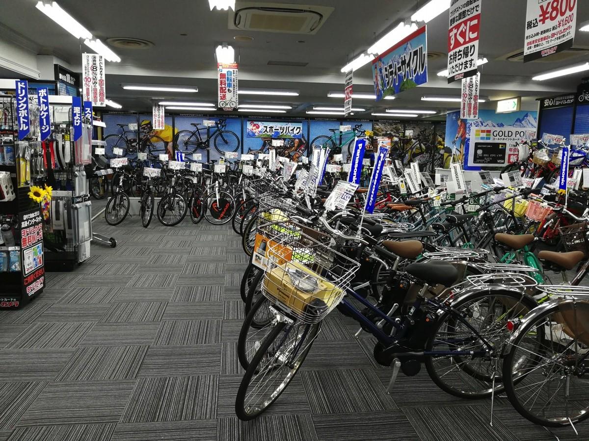 電動アシストつき自転車や関連するアクセサリが展示