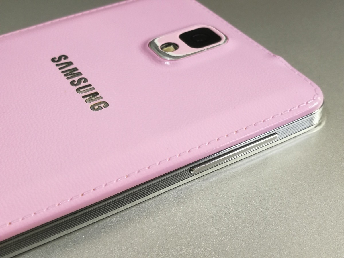 「GALAXY Note 3」側面や背面が「ノート」っぽいデザイン・加工
